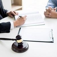 Физлица без статуса адвоката, оказывающие юруслуги, могут применять спецрежим налога на профессиональный доход