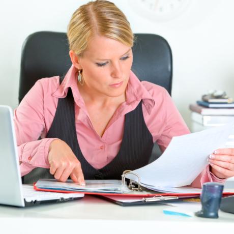 Роспотребнадзор напомнил, что включать в договор с заемщиком-потребителем условие о взимании штрафа за досрочный возврат кредита недопустимо