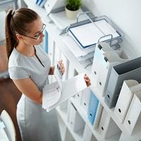 Если по условиям трудового договора место работы сотрудника находится за границей, то его зарплата не облагается НДФЛ