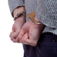 Несовершеннолетних подозреваемых и обвиняемых предложили помещать в центры временного содержания при ОВД