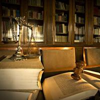 Пленум Верховного Суда РФ разъяснил обязательность участия защитника при рассмотрении дела в апелляционном порядке в отсутствие подсудимого