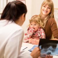 Детям одиноких матерей и отцов могут предоставить социальные гарантии