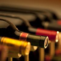Госорганы будут регулировать цены на вино и шампанское