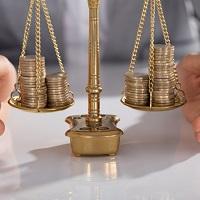 КС РФ: выходное пособие должно быть не ниже зарплаты независимо от способа подсчета среднего месячного заработка и даты увольнения