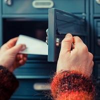 Если должник по коммунальным платежам не пришел на почту за письмом-уведомлением об ограничении услуги, его надо уведомить другим способом