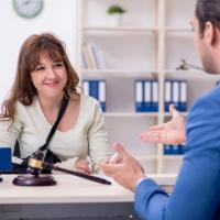 Принят закон о сроке на обращение работника в суд за компенсацией морального вреда