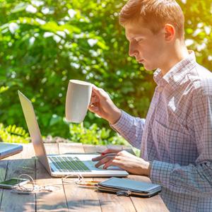 Как оформить и оплатить работу сотрудников в выходные и праздничные дни