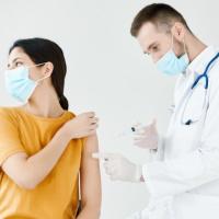 Минздрав России представил методические рекомендации по вакцинации ГАМ-КОВИД-ВАКом