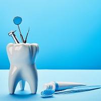 Клиника заплатила пациенту за съемный зубной протез, оказавшийся несъемным
