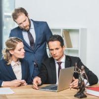 Адвокат может уменьшить базу по НДФЛ на документально подтвержденные расходы, связанные с его деятельностью