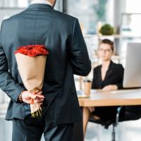 Привлечение к работе в командировке в праздничный для командирующей организации день должно оплачиваться в повышенном размере