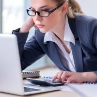 КС РФ разъяснил порядок привлечения к ответственности бухгалтеров за несвоевременное предоставление налоговой отчетности