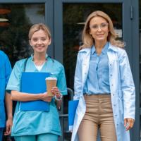 Для педагогов и медиков вновь предлагают установить повышенный размер минимальной зарплаты
