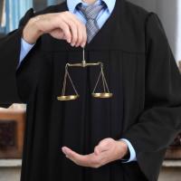 С 1 октября на 3% вырастут оклады судей