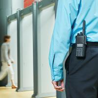 Общественная палата РФ предложила обратиться в Генпрокуратуру РФ для проверки наличия лицензии у охранников магазинов