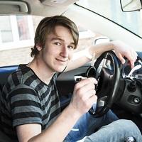 Право на управление автомобилем предлагается предоставить 16-летним гражданам