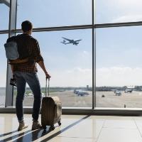 ВС РФ не нашел оснований для пересмотра судебных актов, обязавших приставов вернуть гражданину стоимость авиабилета