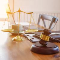 Указание на обратную силу условия о новом сроке исполнения обязательства не освобождает должника от ответственности за нарушение первоначального срока