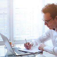 Планируется разрешить работникам знакомиться с локальными актами, используя электронную подпись