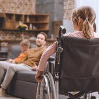 Повысится размер социальной выплаты родителям и опекунам, ухаживающим за детьми-инвалидами (с 1 июля)
