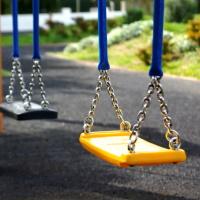 УК отвечает за детские площадки, даже если они не входят в состав общего имущества, а земля под домом не оформлена