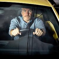 Водителей обяжут надевать светоотражающую одежду в темное время суток при вынужденной остановке за городом