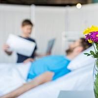 Навещаем пациента правильно: Минздрав России предложил понятную инструкцию для гостей и больницы