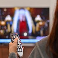 Рекламу на радио и телевидении в передачах, транслируемых по воскресеньям, могут ограничить