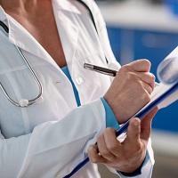 Допускать медработников к профессиональной деятельности планируется на основании фиксации факта об аккредитации в федеральном регистре