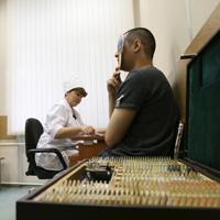 Трудовых мигрантов могут обязать заключать договор медицинского страхования для получения разрешения на работу в РФ