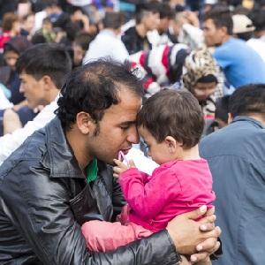 Нелегальных мигрантов от выдворения могут ''спасти'' их семьи