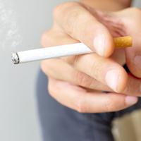 На остановках общественного транспорта, в рекреационных зонах, надземных и подземных пешеходных переходах могут запретить курить
