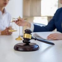 Обратившаяся в суд в защиту прав потребителя общественная организация не вправе взимать за это плату