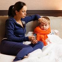 Минтруд России: необходимость ухода за больным ребенком в период отпуска — не повод для его продления