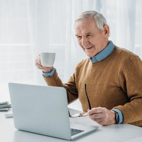 С 1 апреля работающим пенсионерам не будут выдавать карантинный больничный