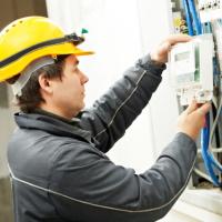 """Заменять электросчетчики исключительно на """"умные"""" приборы будут только через полтора года"""
