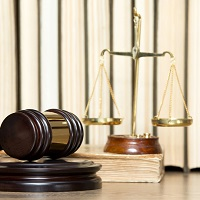 На время отбывания осужденным наказания предлагается ввести запрет на госрегистрацию перехода права на принадлежащее ему имущество