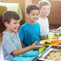 С 1 сентября учеников начальной школы обеспечат бесплатными горячими обедами