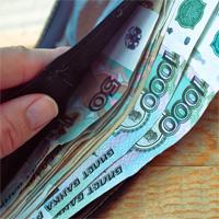 Выплата работникам зарплаты менее МРОТ в течение года не может быть компенсирована годовой премией