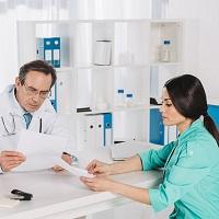 ВС РФ в очередной раз напомнил о невозможности возложения на работодателя ответственности за допущенные врачом ошибки в больничном