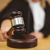 Суд отказал пациентке в расторжении договора об оказании услуг по блефаропластике, но взыскал с клиники компенсацию морального вреда