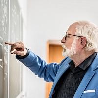 Установлен предельный возраст пребывания в должностях руководителей вузов и научных организаций и их заместителей