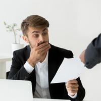 Работника необходимо уведомлять о восстановлении на работе по решению суда