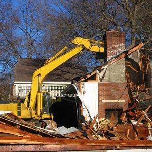 Дом построен с техническими нарушениями. Означает ли это, что он подлежит сносу?