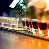 Подписан закон о запрете продажи алкоголя в располагающихся в МКД барах и кафе с залами обслуживания менее 20 кв. м