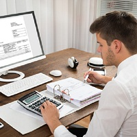 При хранении электронных счетов-фактур не нужно их распечатывать и сшивать