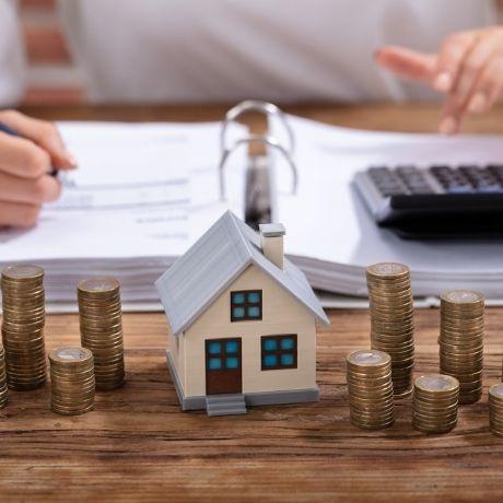 Налоговая служба напомнила об особенностях перерасчета налога на имущество физлиц