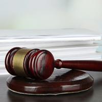 С лиц, злоупотребляющих своими процессуальными правами, предлагается взыскивать компенсацию за фактическую потерю времени