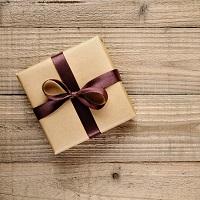 Денежные подарки от физлиц не облагаются НДФЛ независимо от родства и налогового статуса