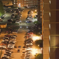 Жильцы многоквартирного дома не вправе использовать гостевую автостоянку во дворе для постоянной парковки своих автомобилей